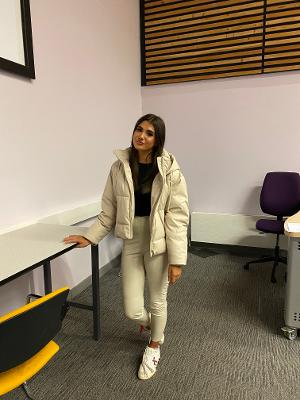 Social media star spills the secrets of the media to Harlow students